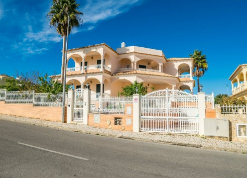 V4 - SOLAR DOS ARCOS, villa con 4 suites, piscina privada y jardín